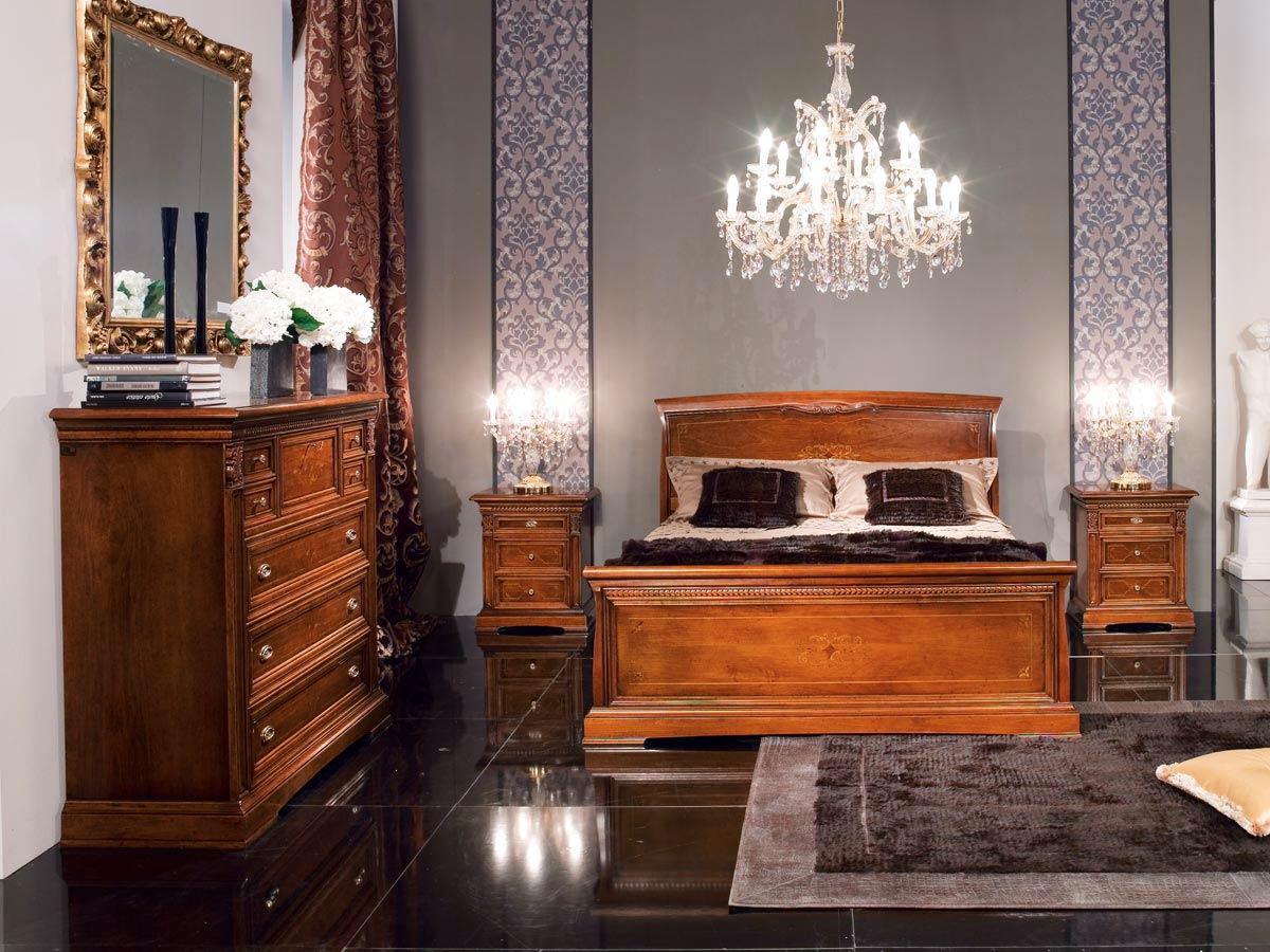 Яркое освещение в классической спальне
