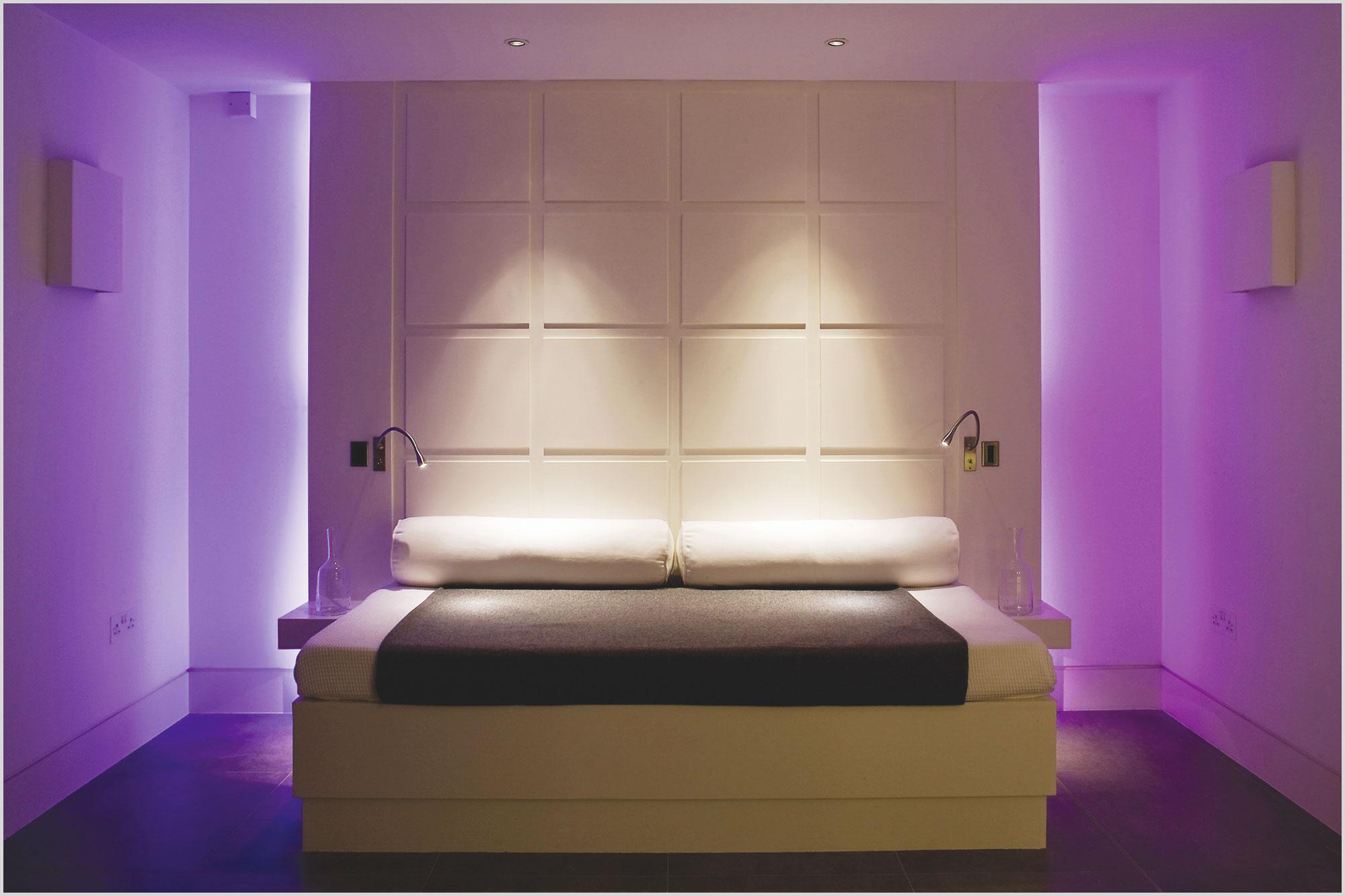 Мягкое освещение в спальне