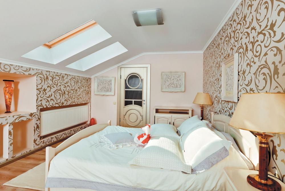 Окна в мансардной спальне
