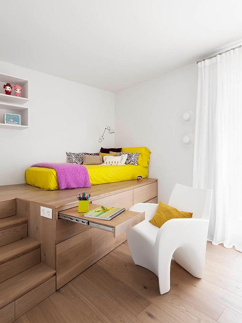 Необычный дизайн спальни с рабочим столом