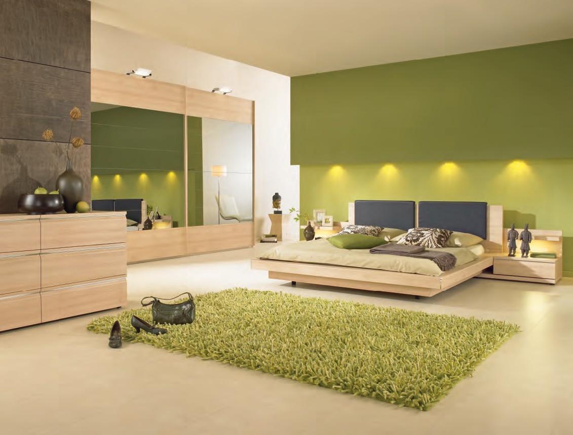 Бежево-зеленая современная спальня