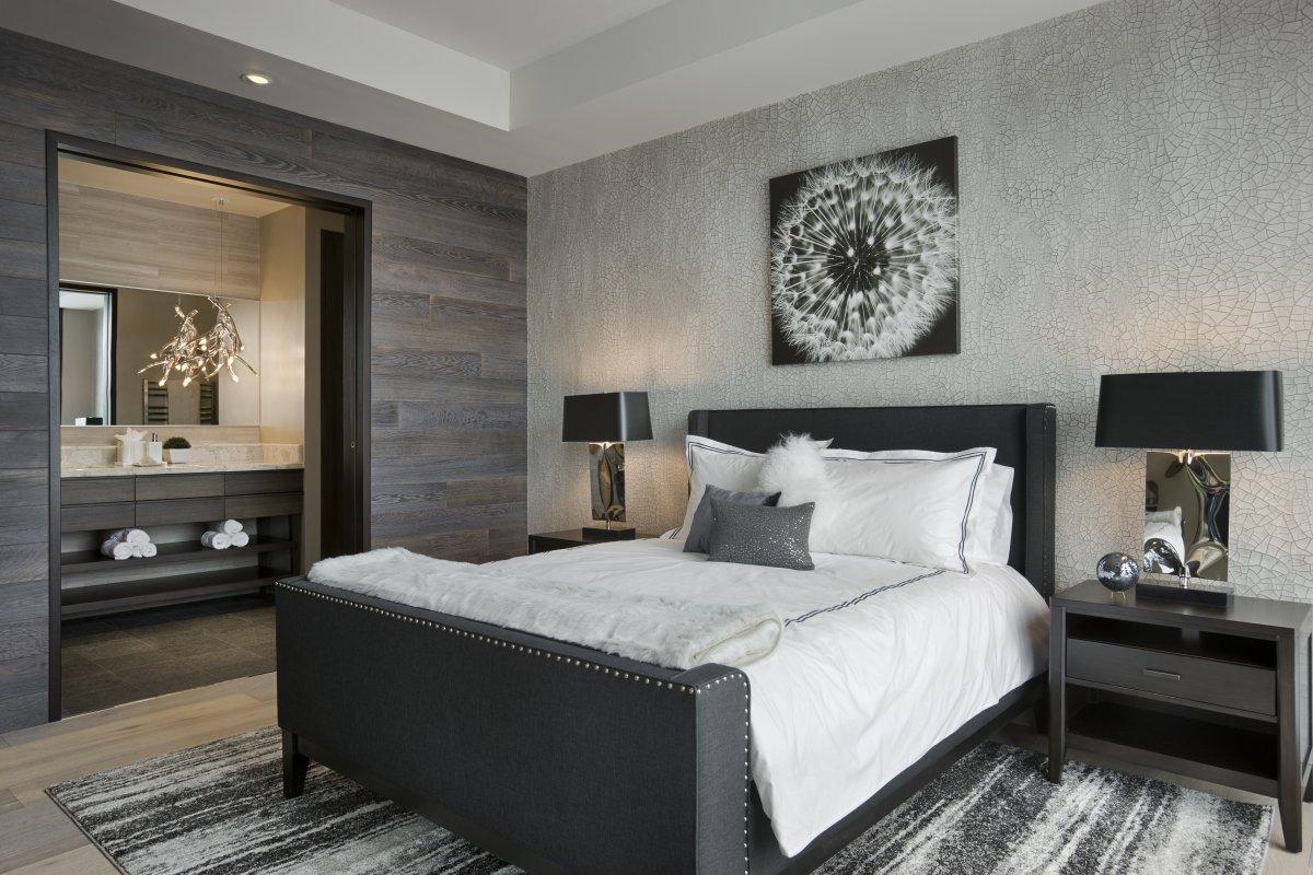 Монохромная небольшая современная спальня