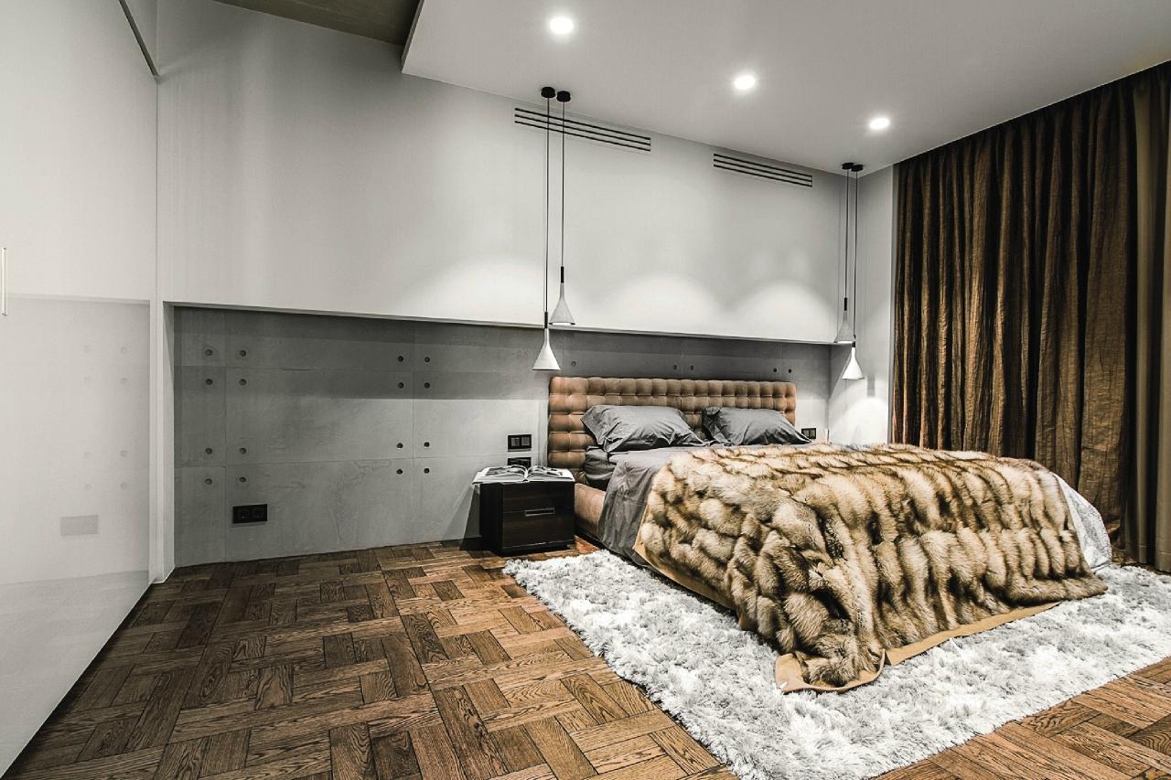 Минималистичная спальня с меховым покрывалом