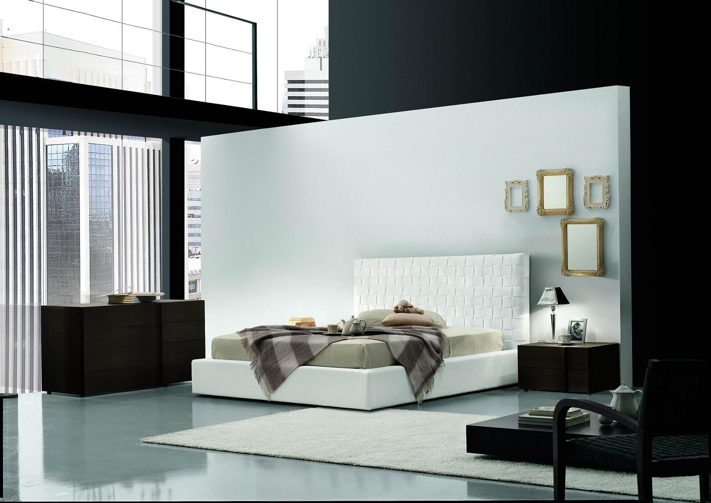 Черно-белые стены в спальне в стиле модерн