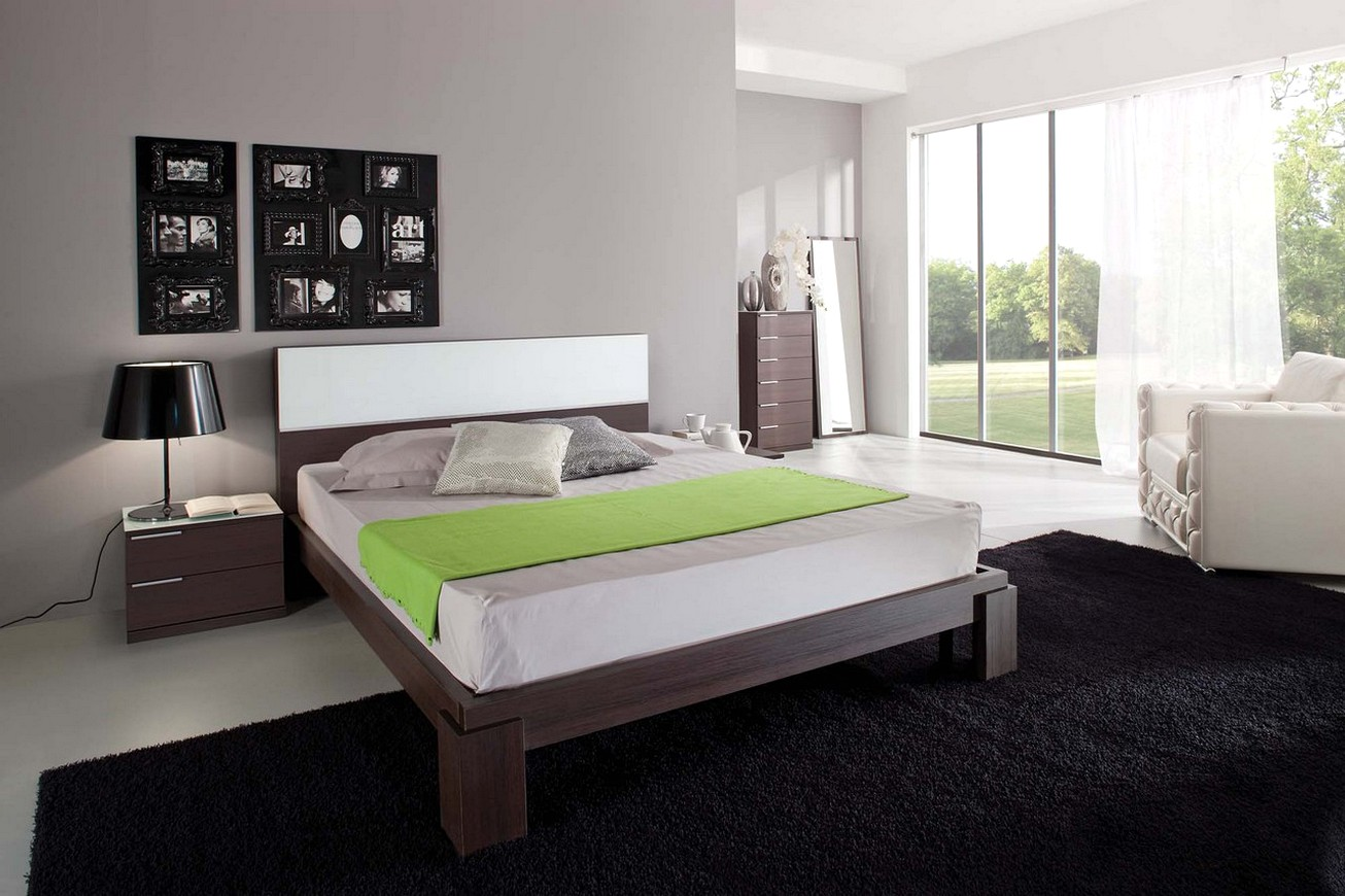 Серо-коричневая спальня в стиле модерн