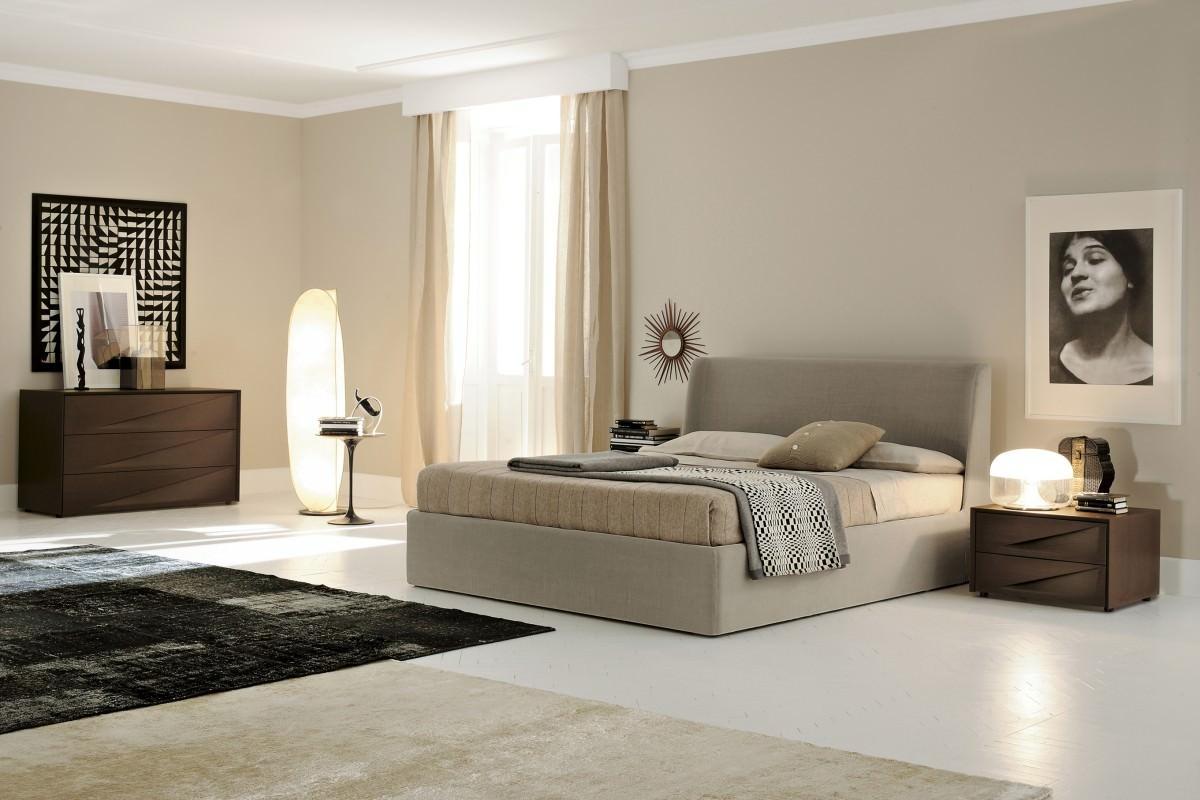 Большая спальня в стиле модерн в бежевых тонах