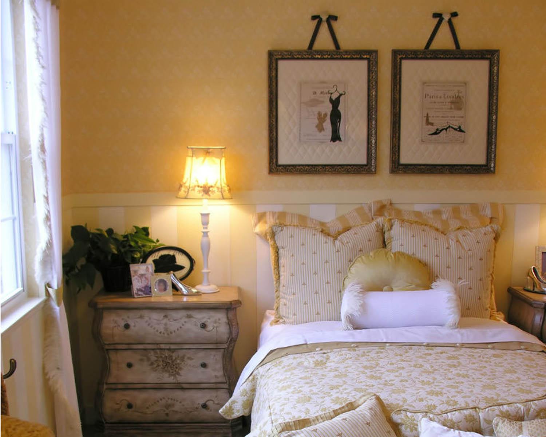 Бело-желтая спальня в стиле шебби-шик