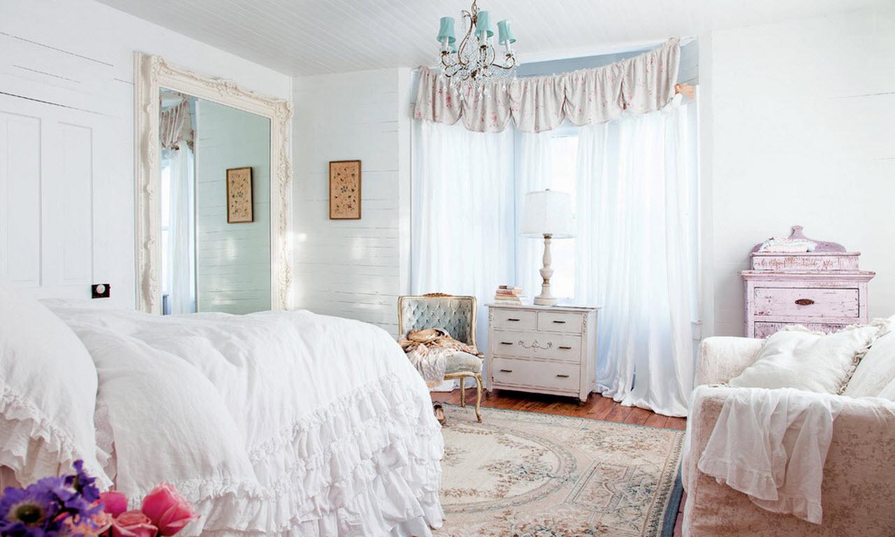 Светлая спальня в стиле шебби-шик