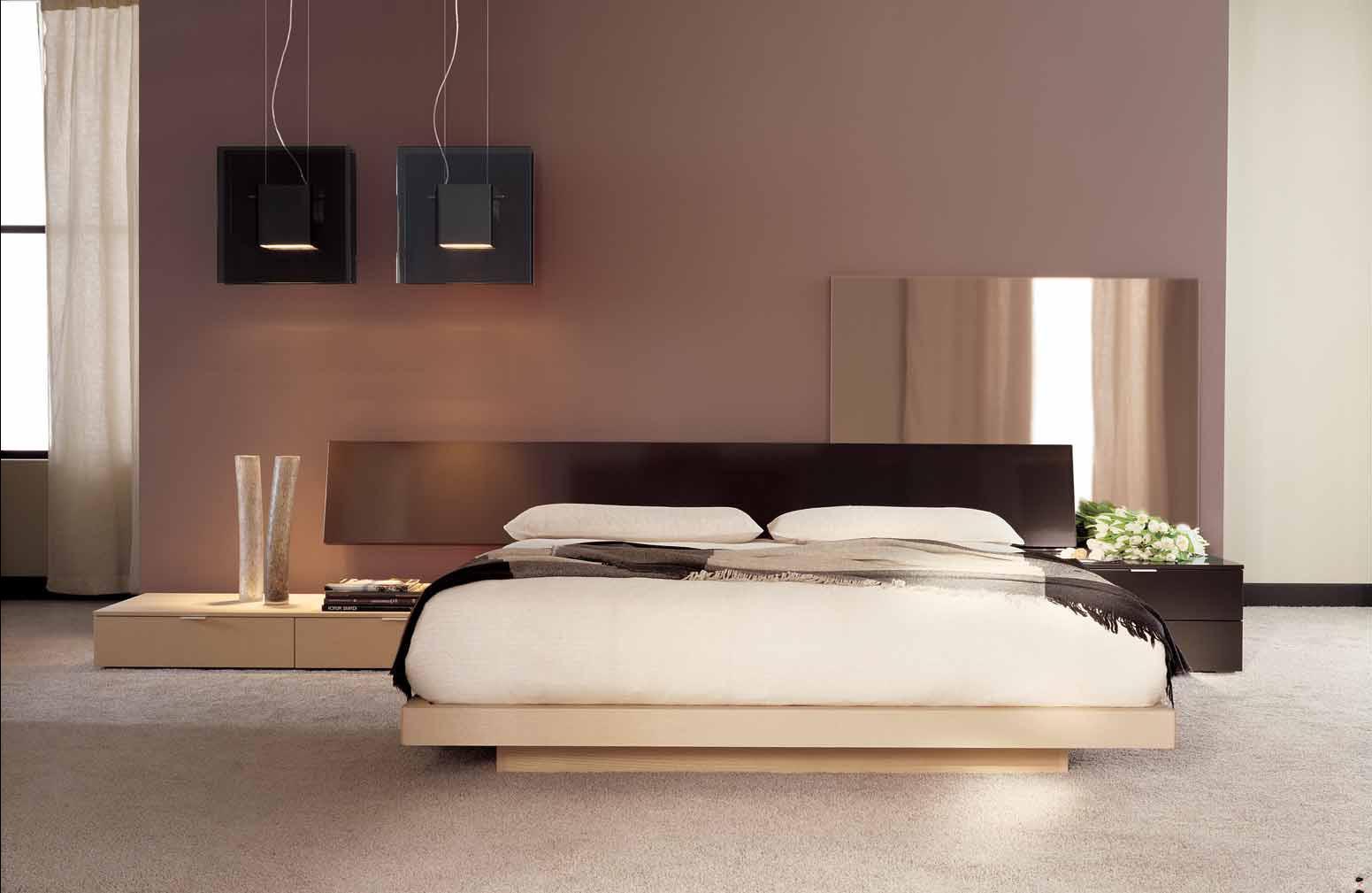 Бежево-коричневая спальня в стиле хай-тек