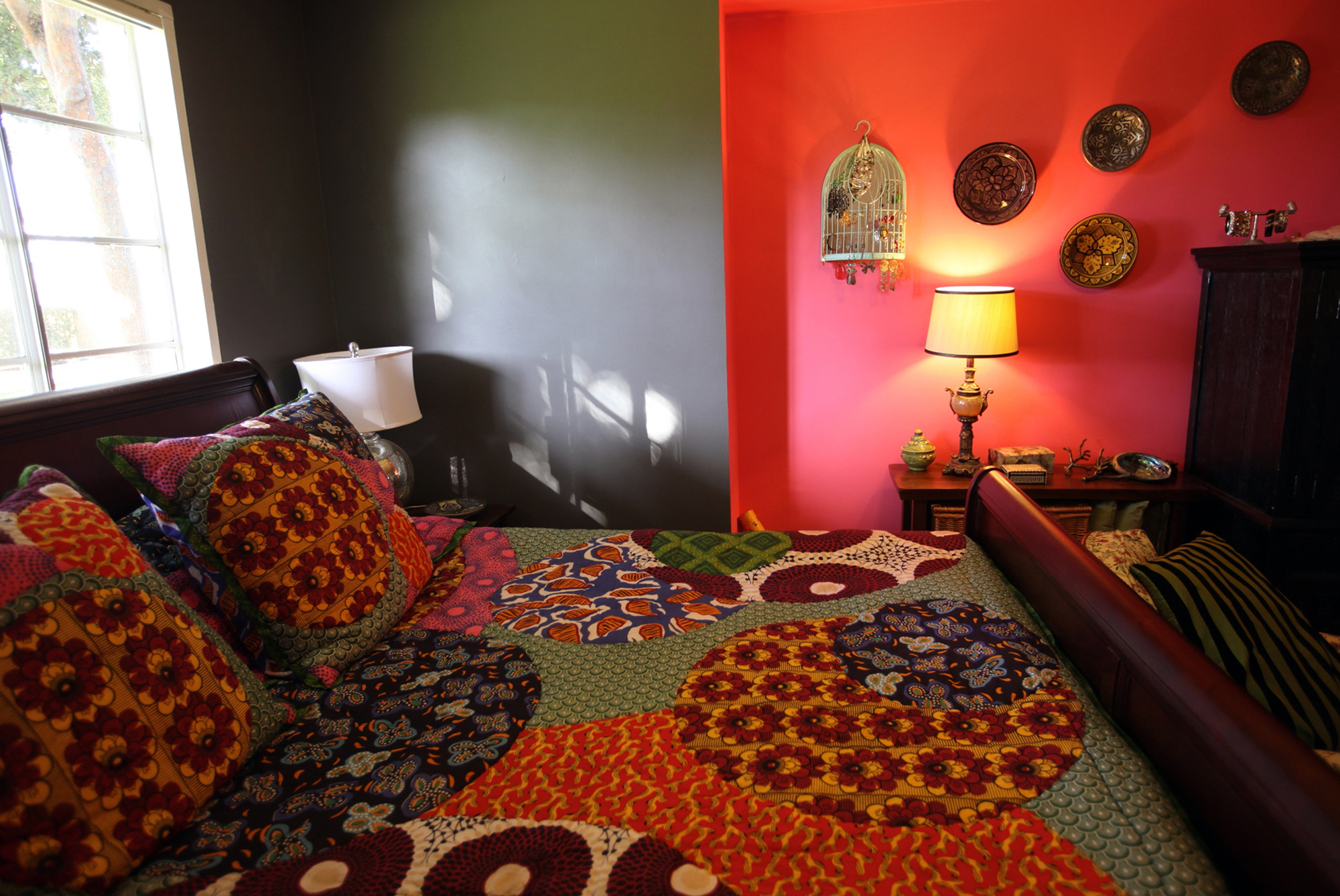 Черно-красная спальня в восточном стиле