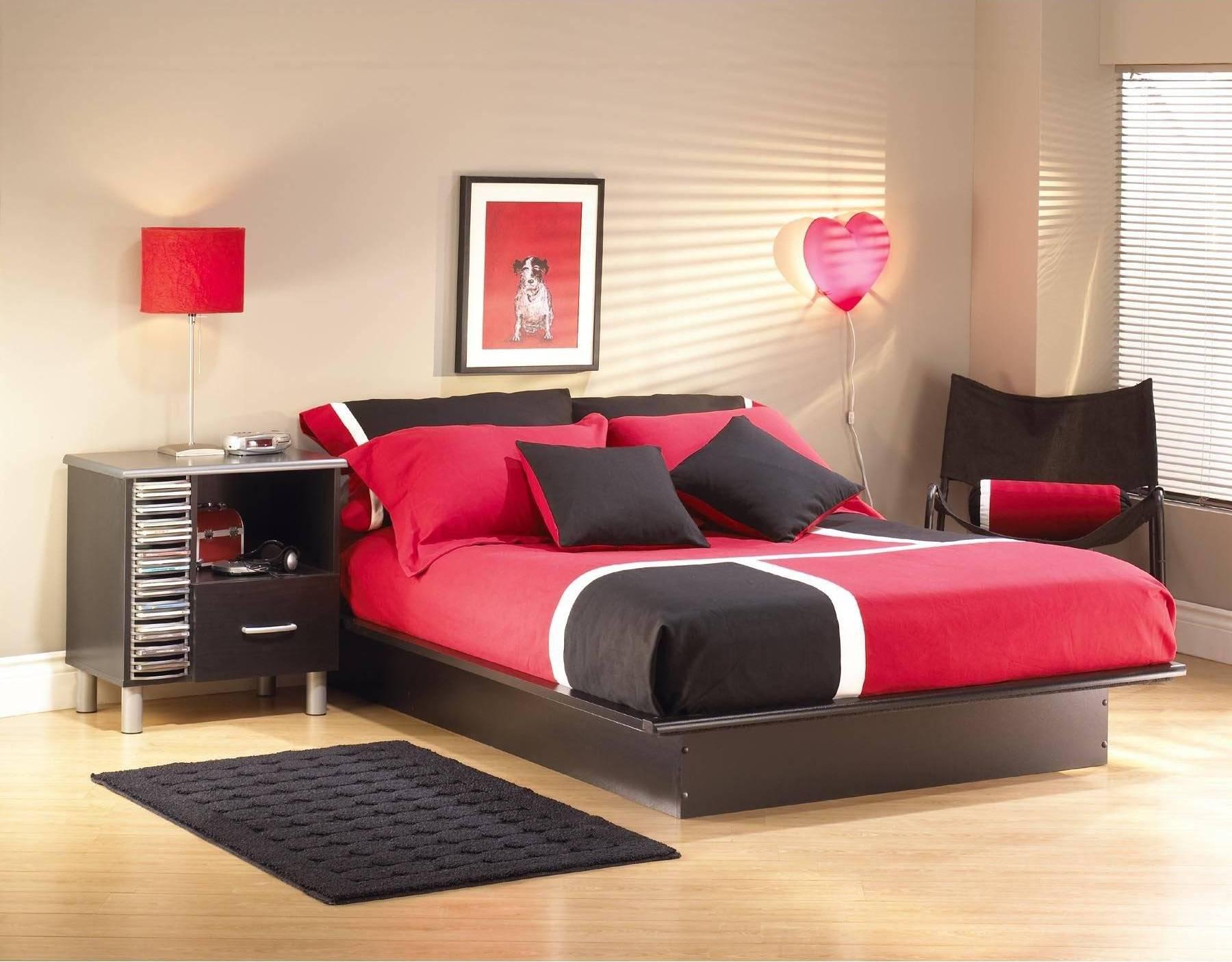 Красно-черная мебель в спальне