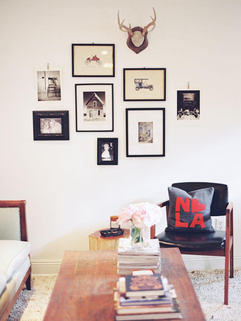 Фотографии на стене в интерьере