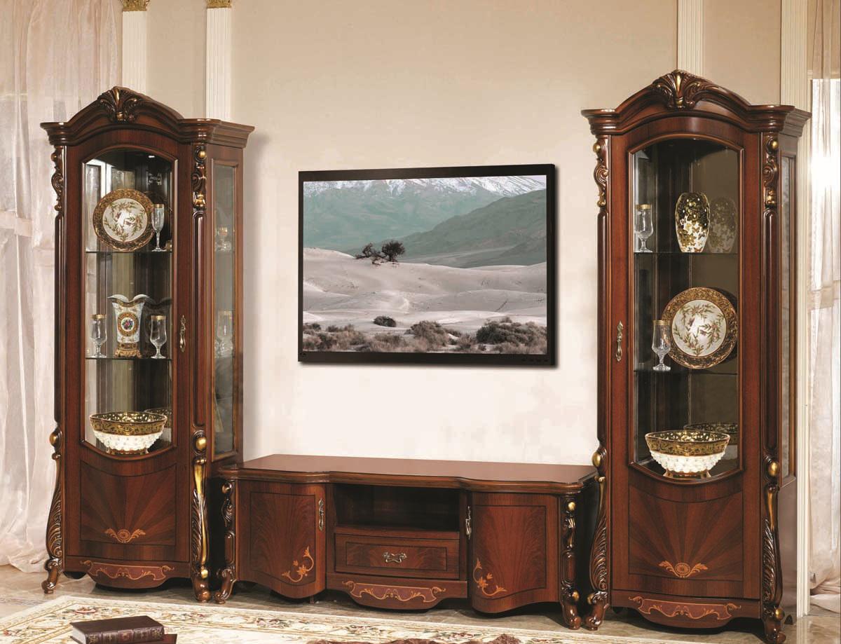 Темно-коричневая стенка в гостиной в стиле барокко