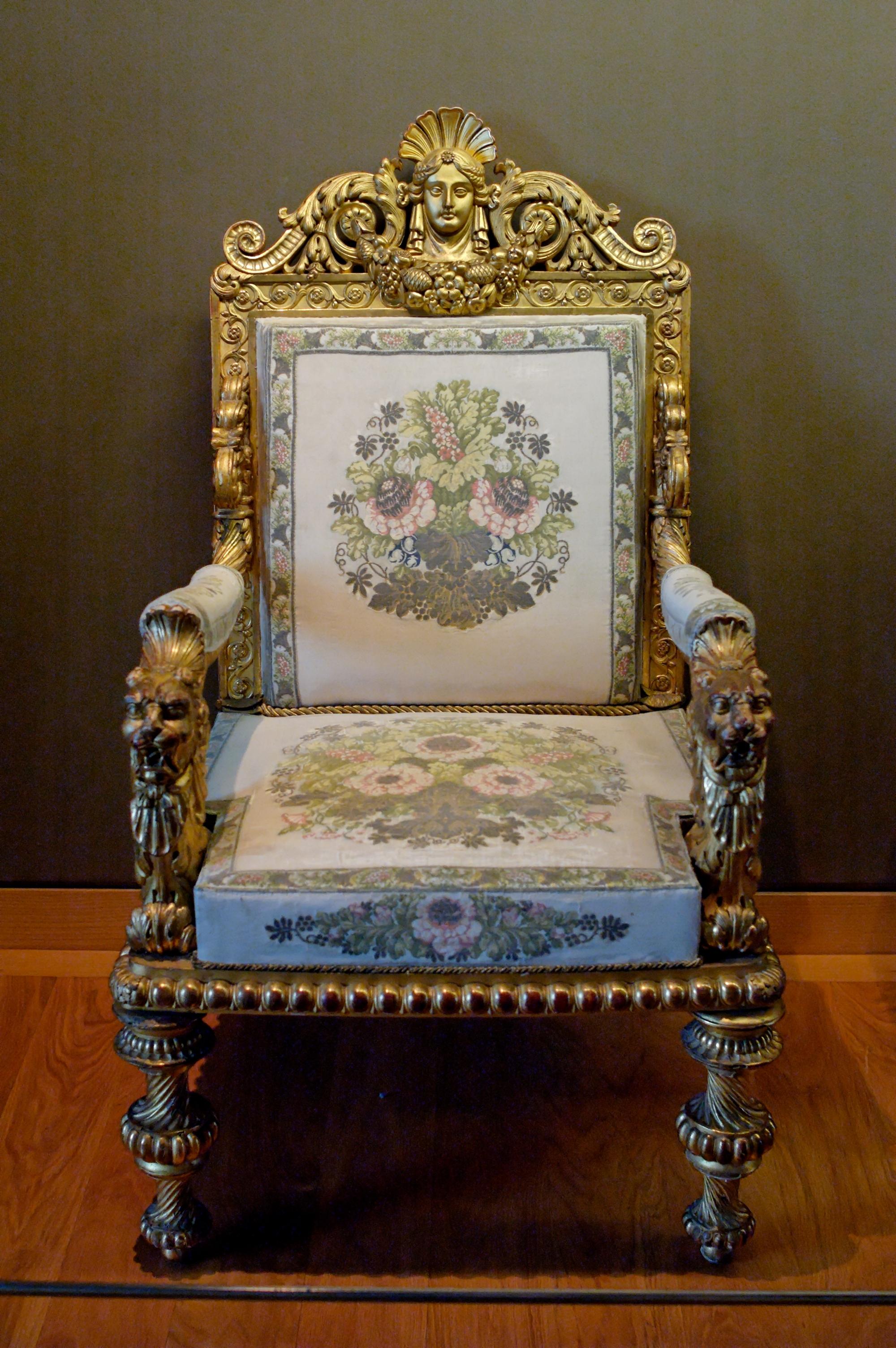 Элегантный стул в стиле ампир