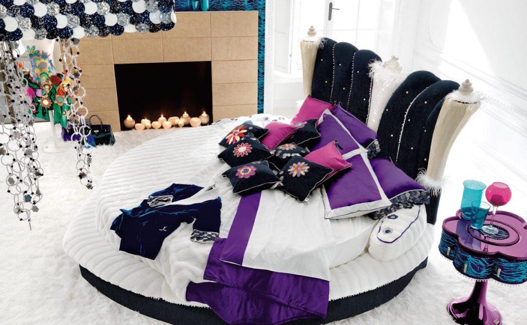 Необычная мебель в спальне в стиле китч