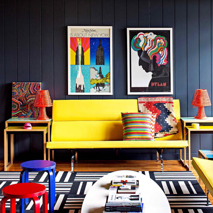 Декоративные столы в гостиной в стиле поп-арт