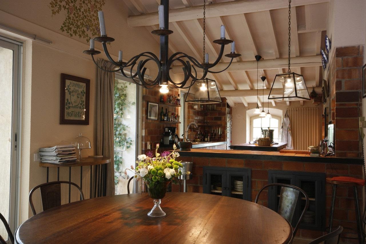 Кухня-столовая в стиле рустик