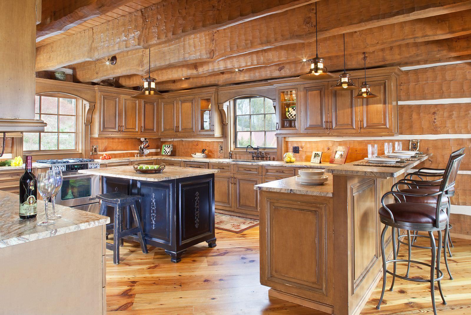 Кухня с островом и барной стойкой в стиле рустик