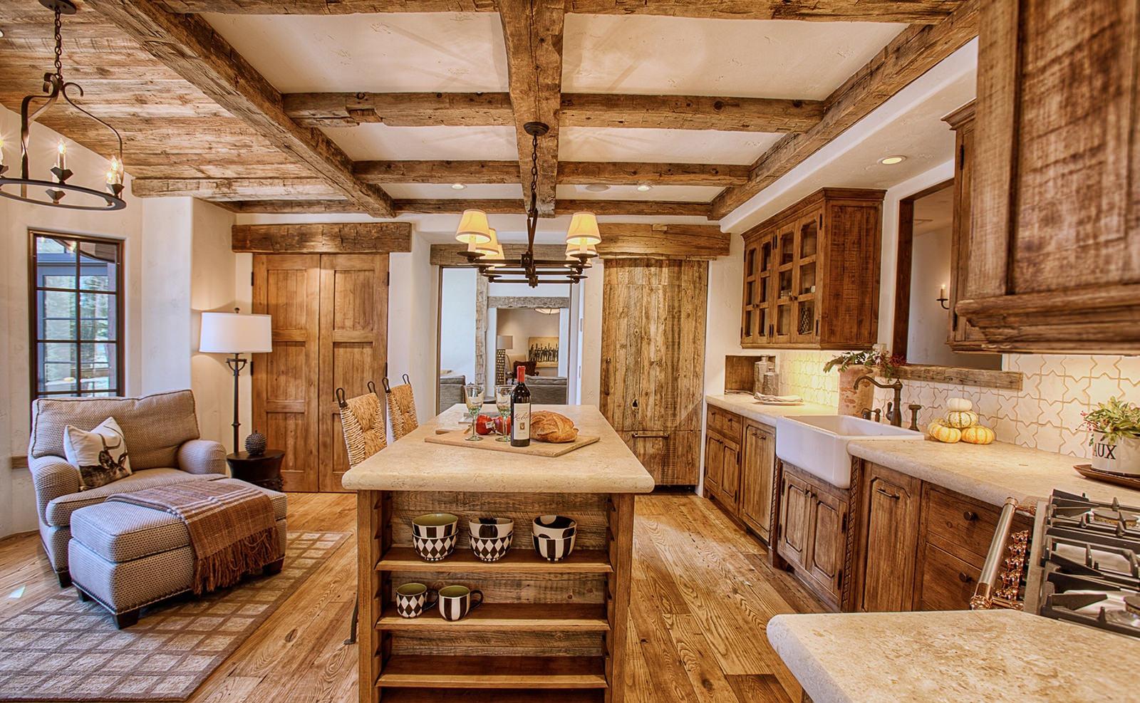 Кухня с островом в стиле рустик