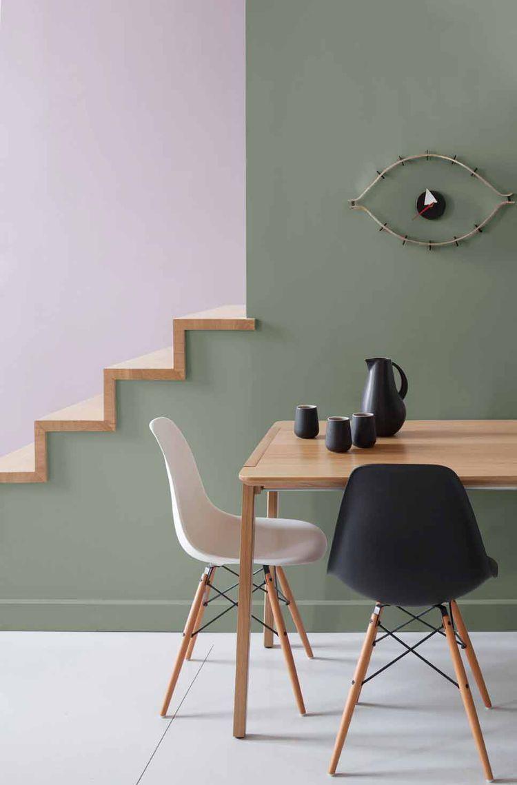 Оливковые стены в столовой