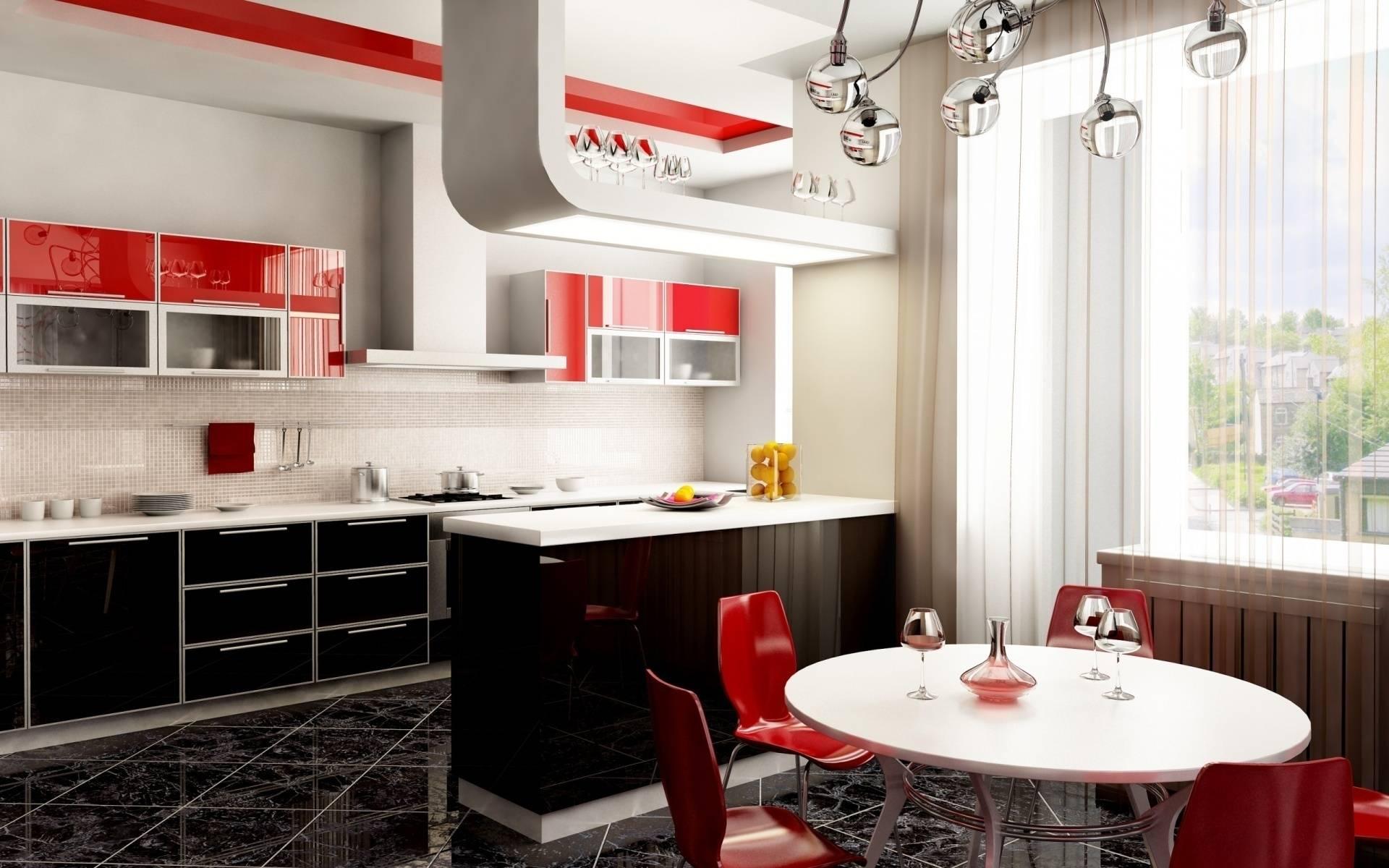 Красные пластиковые стулья на кухне