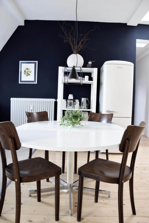 Коричневые деревянные стулья для кухни
