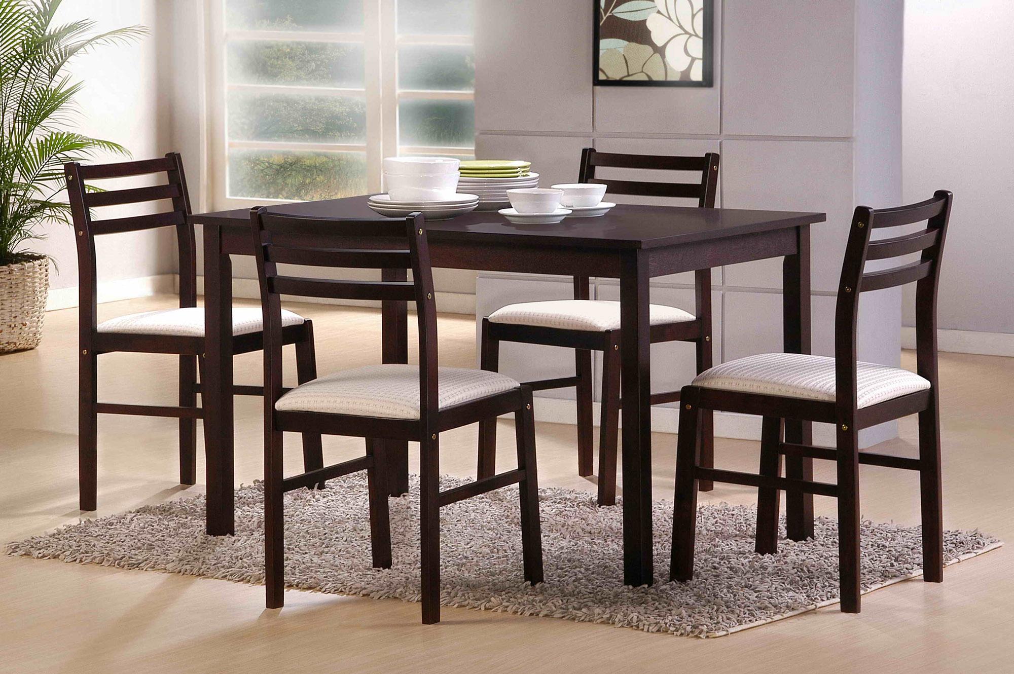 Кремово-черные обеденные стулья