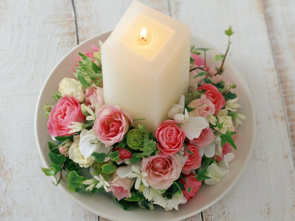Красивое сочетание цветов и свечи