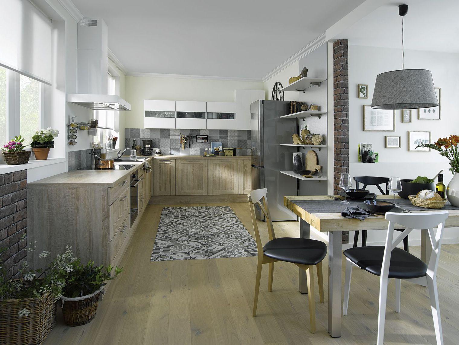 Кухня светлая в частном доме