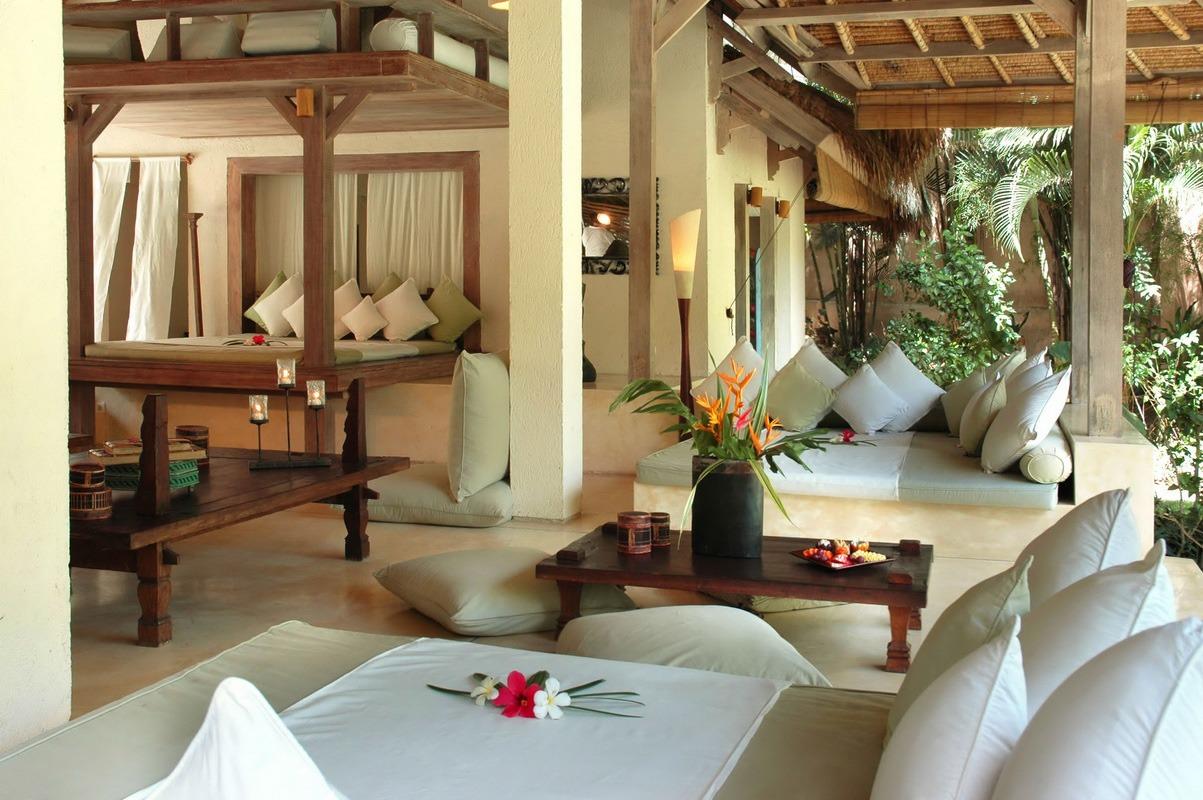 Колонны в тропическом стиле