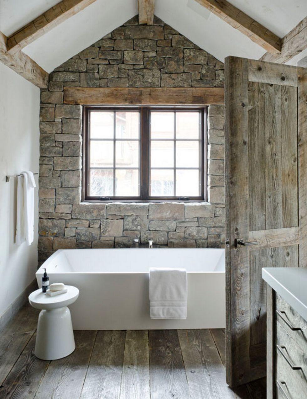 Отделка стен декоративным камнем в ванной