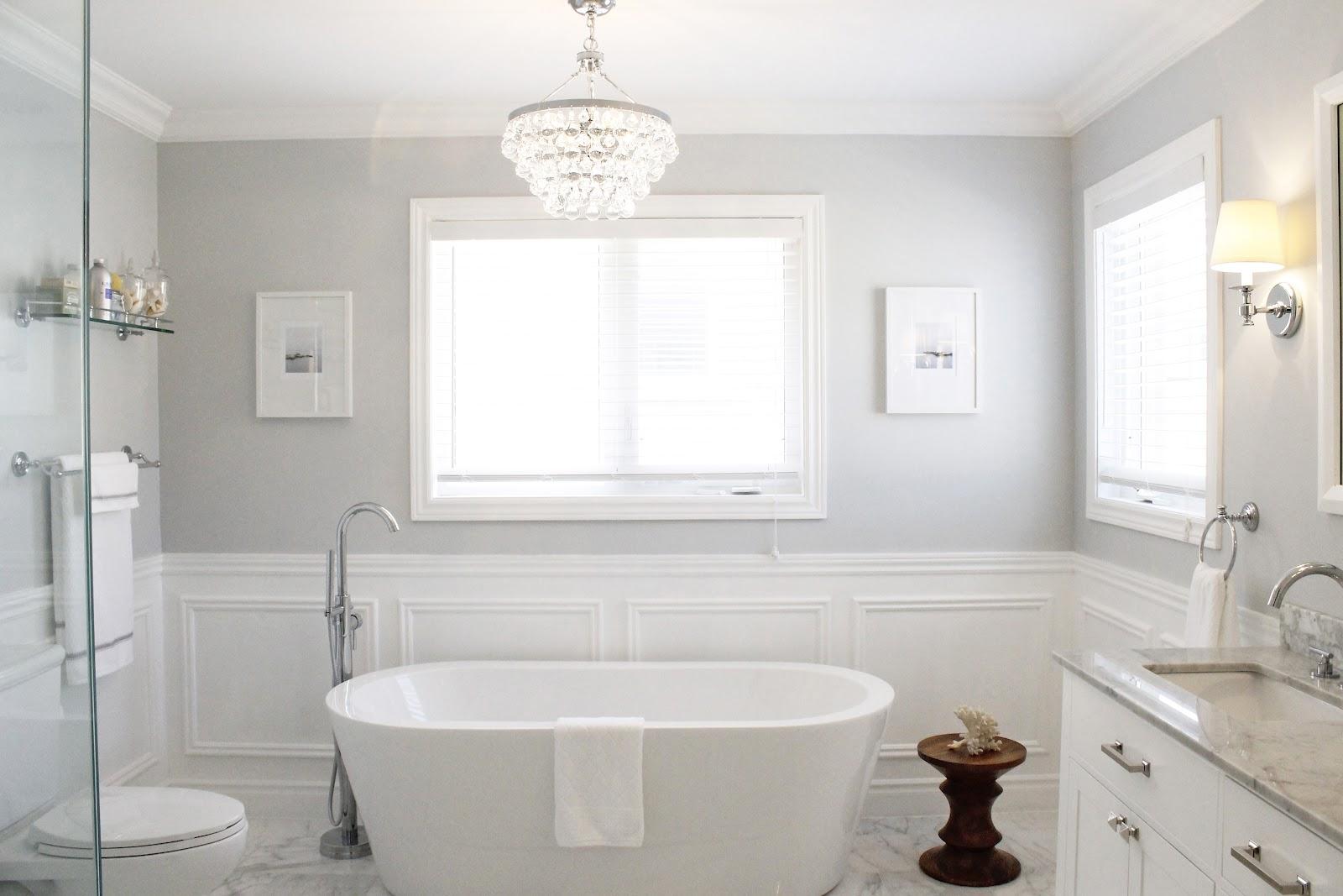 Молдинги в интерьере ванной