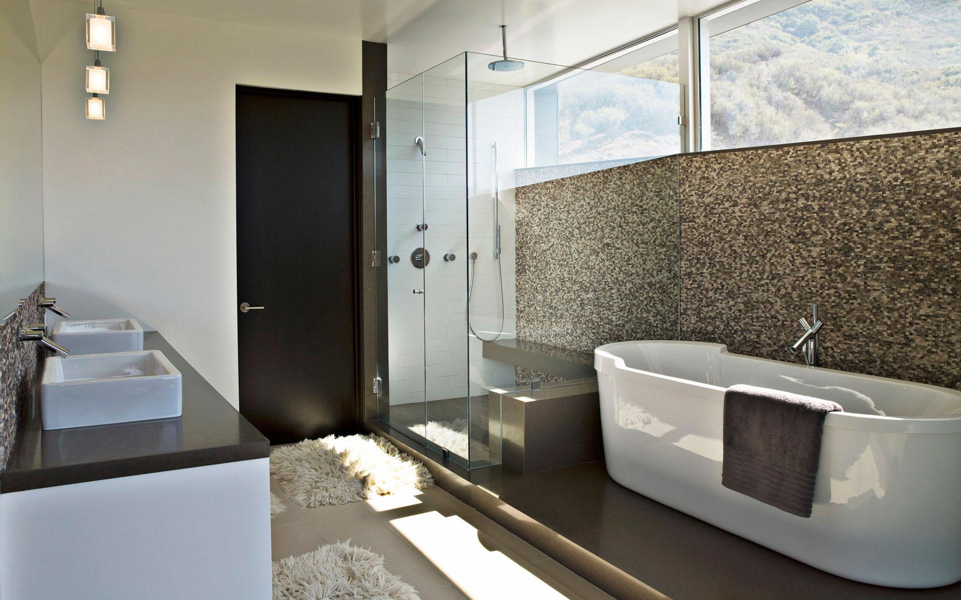 Просторная ванная в стиле модерн с мозаикой
