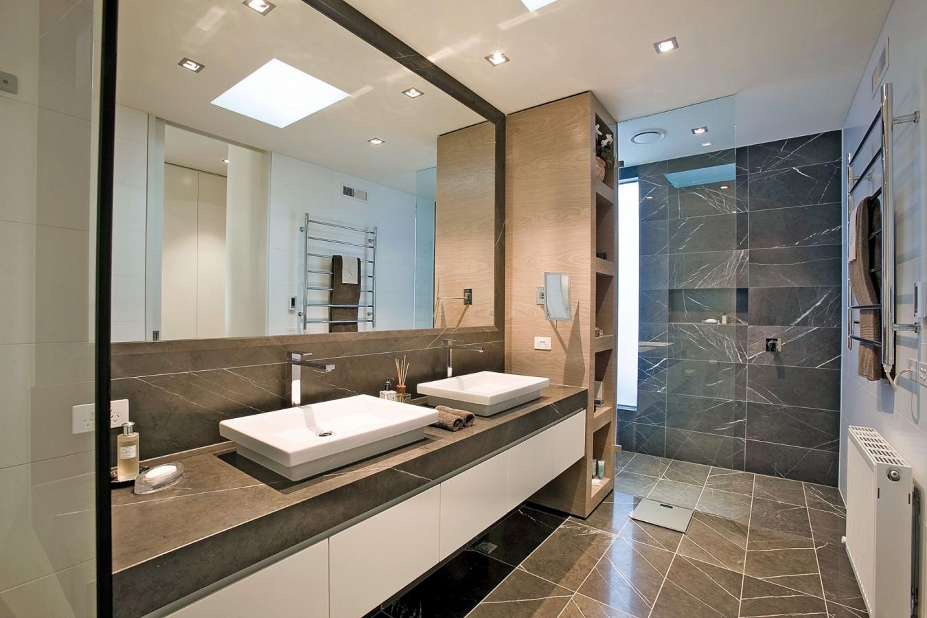 Темно-серый мрамор в ванной комнате