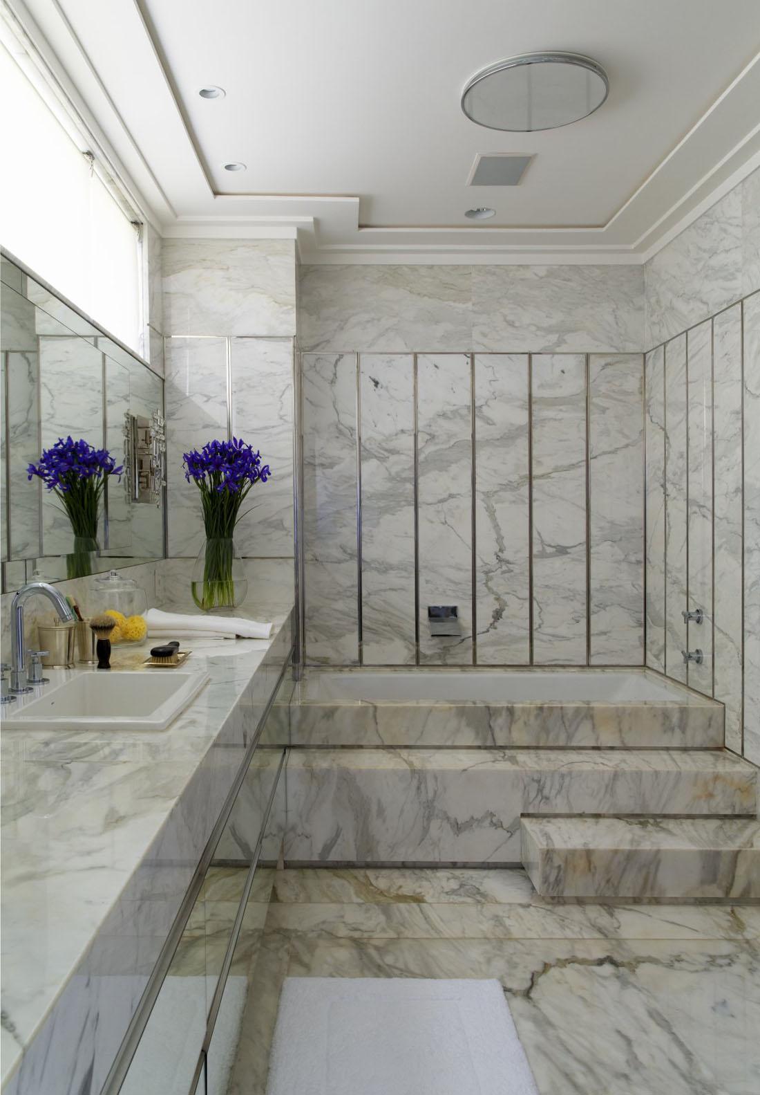 Серый мрамор в отделке ванной комнаты