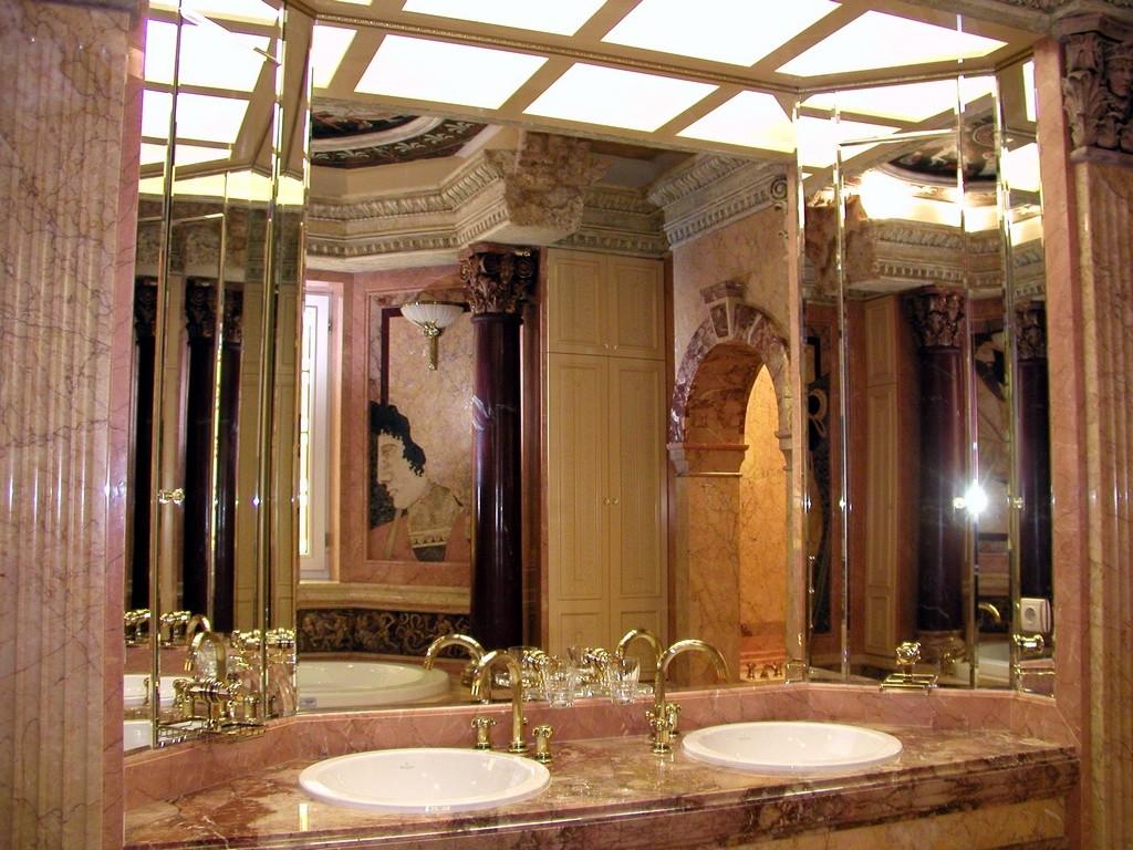 Мраморная отделка классической ванной