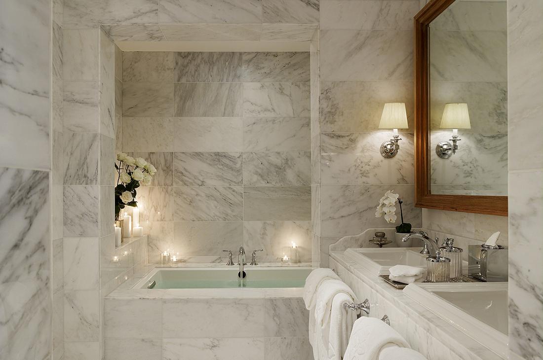 Ванная комната из белого мрамора