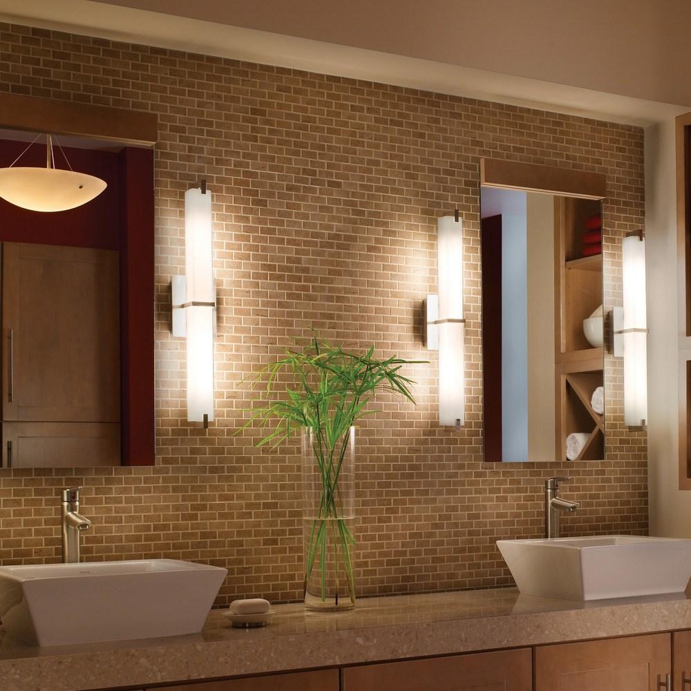 Красивые настенные лампы у зеркал в ванной