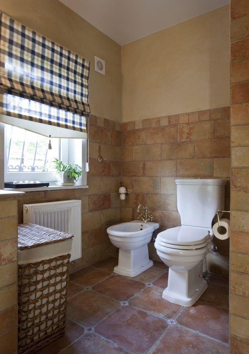 Бежево-коричневая ванная в стиле прованс