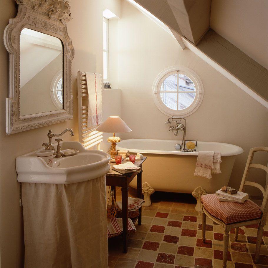 Уютная ванная комната в стиле прованс