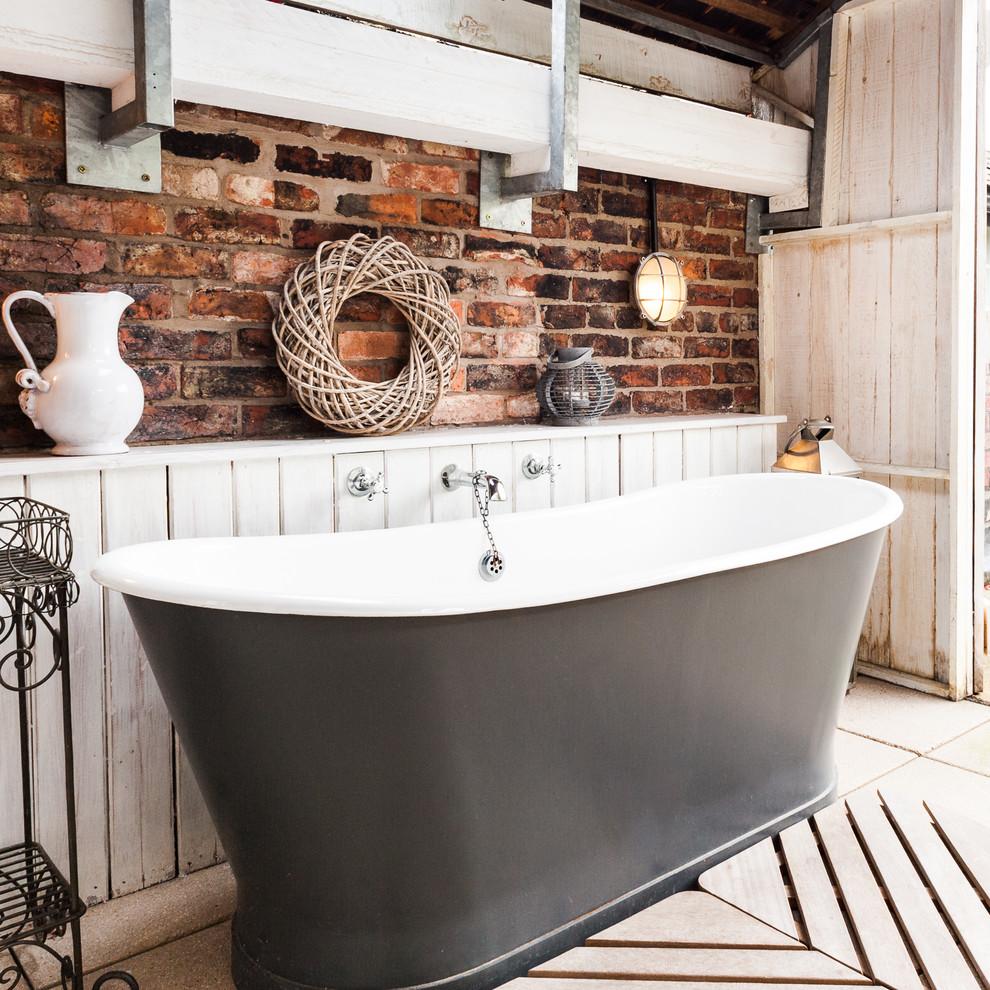 Коричнево-белая ванная в стиле прованс