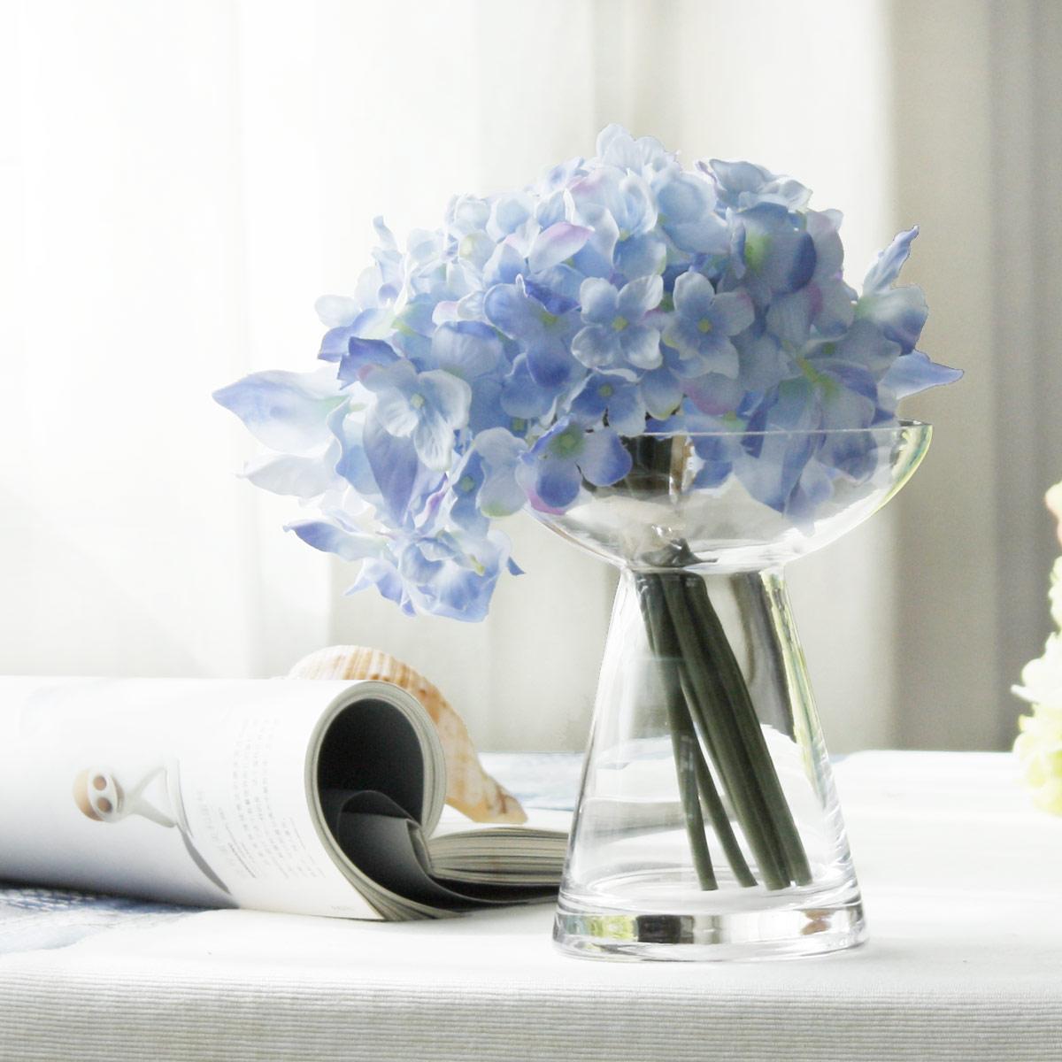 Стеклянная ваза необычной формы