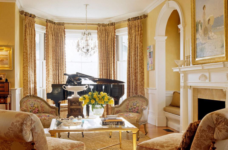 Желто-белая гостиная в викторианском стиле