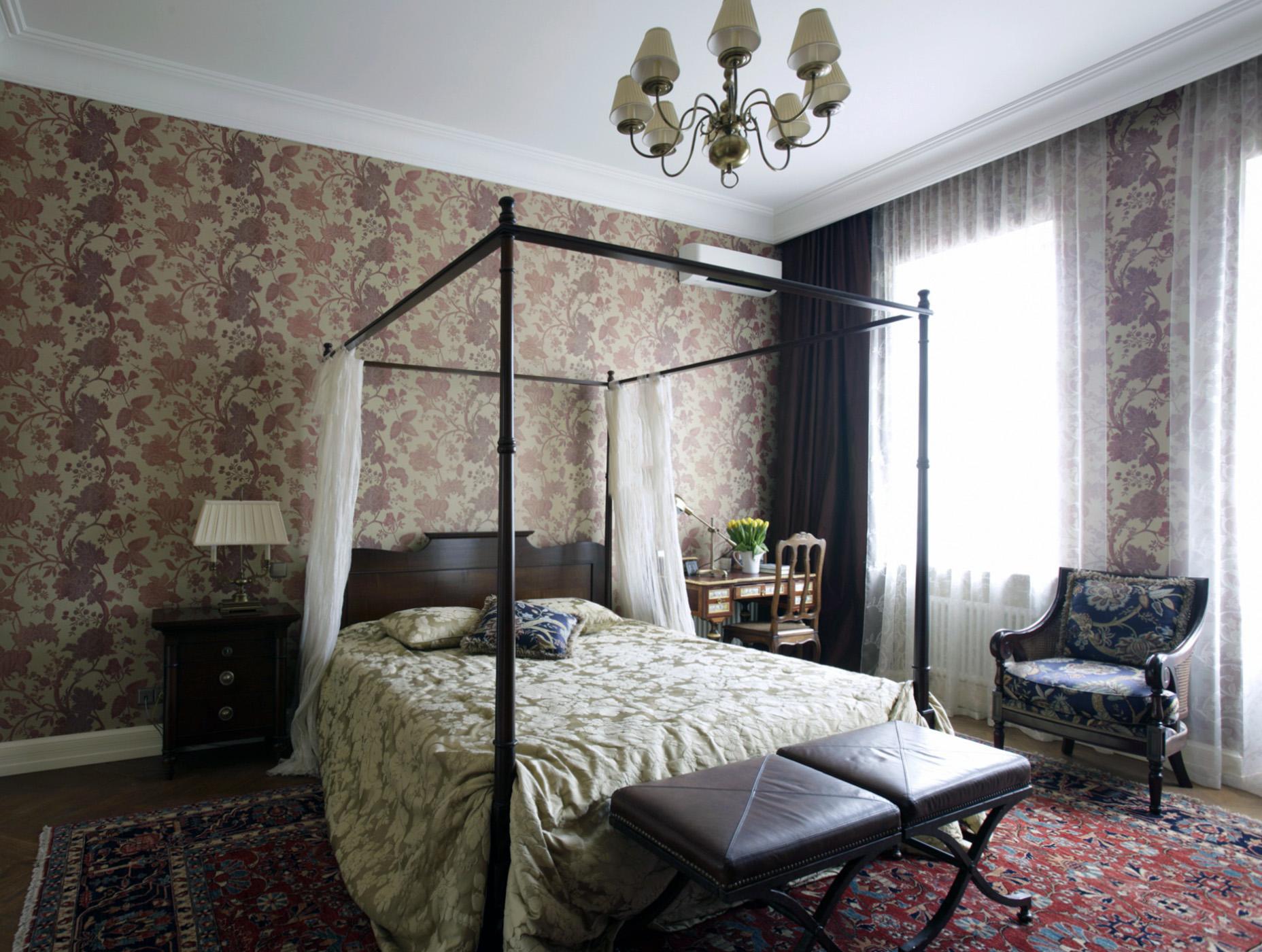 Небольшая спальня в викторианском стиле