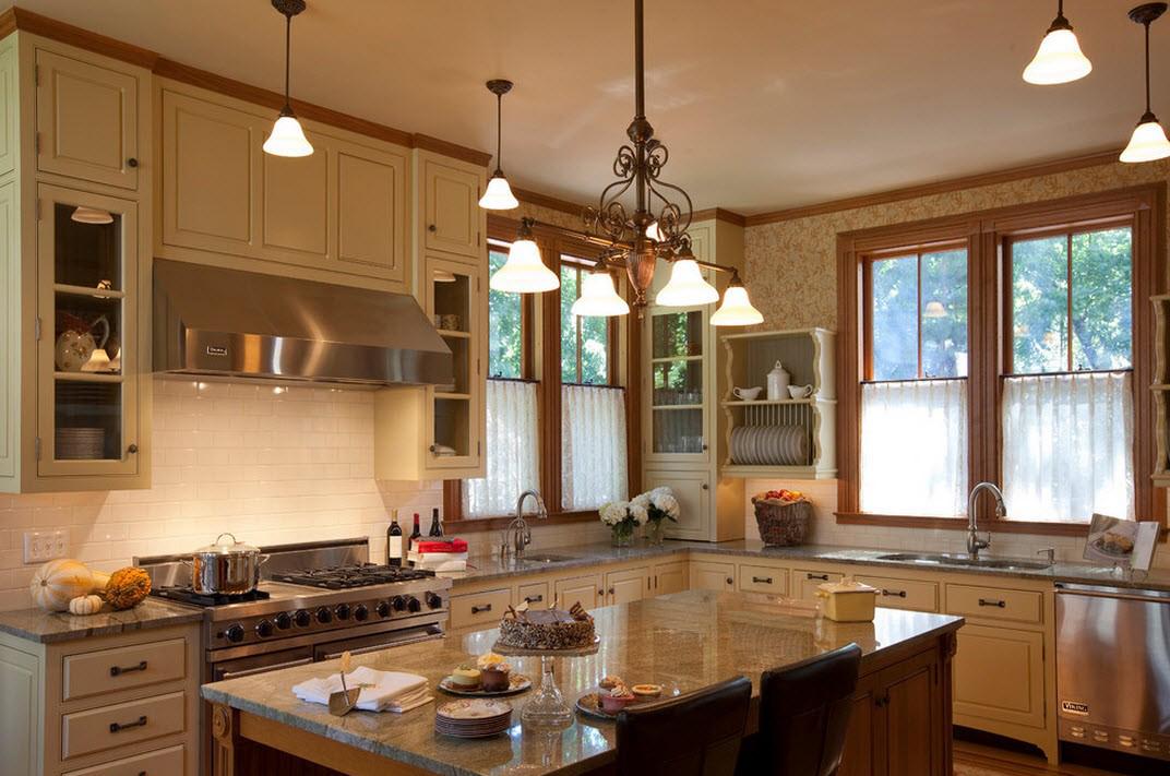 Кухня с островом в викторианском стиле