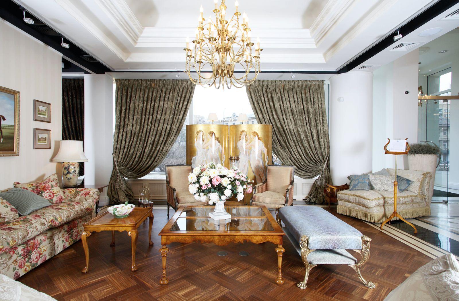 Светлая гостиная в викторианском стиле
