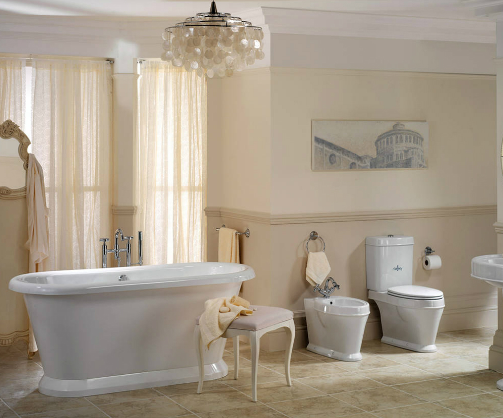 Красивая люстра в ванной в стиле винтаж