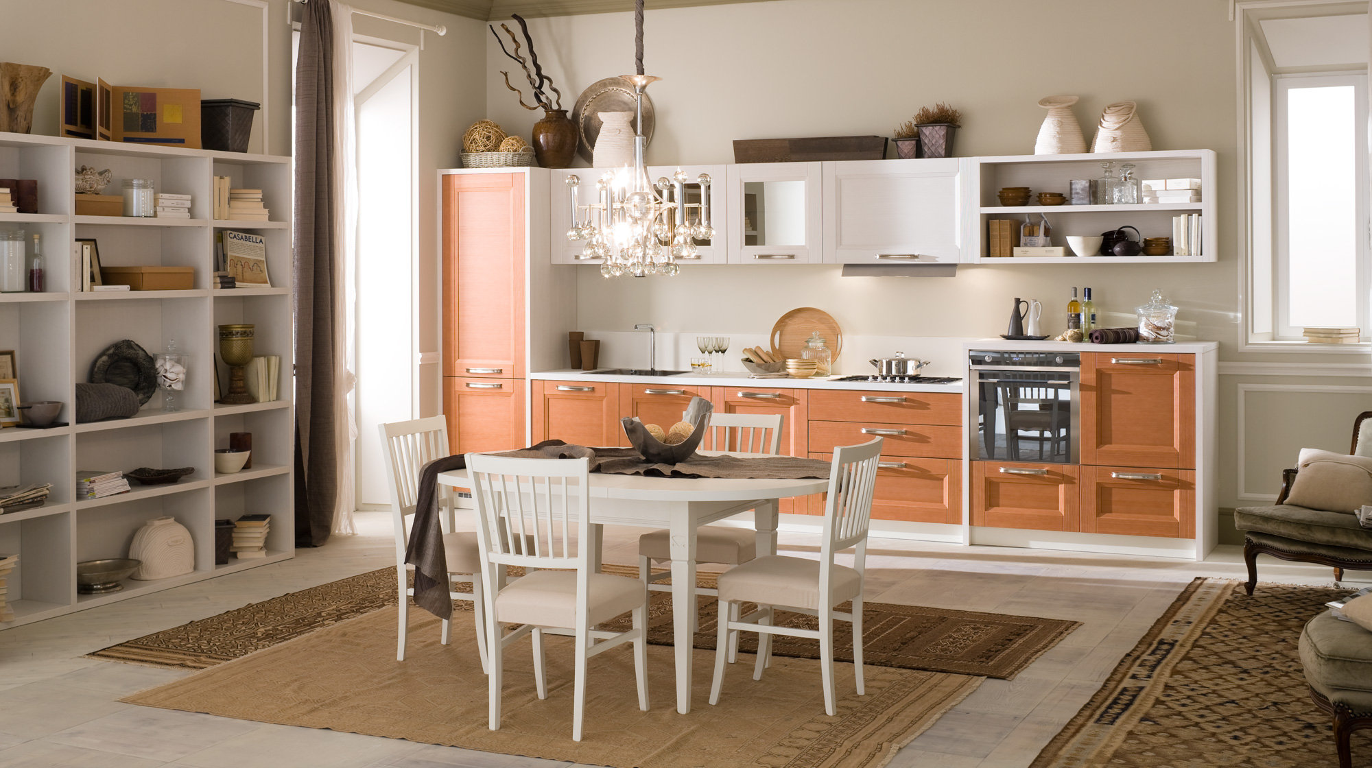 Бело-оранжевая кухня в стиле винтаж с коричневыми коврами и шторами