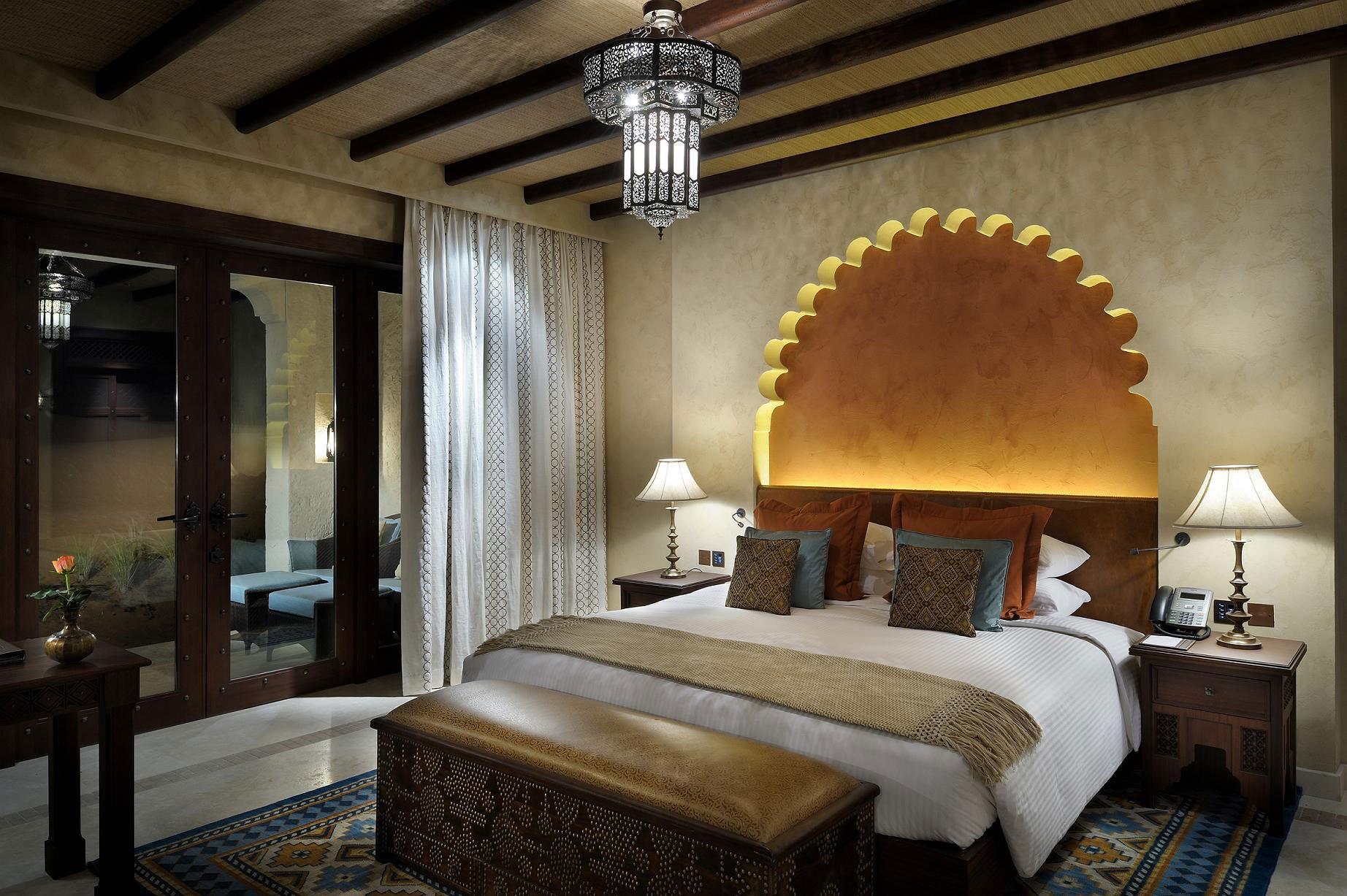Спальня с подсветкой в восточном стиле