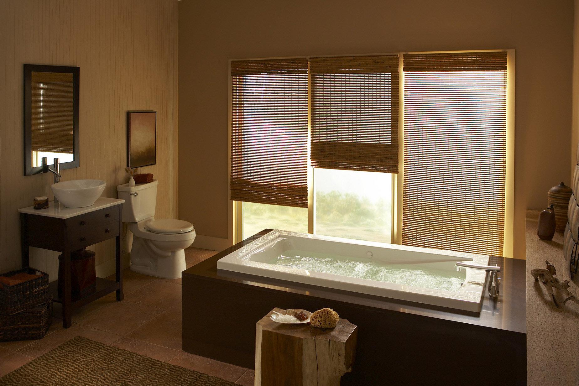 Небольшая ванная комната в японском стиле